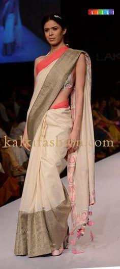 Models showcasing the collection of designer Shravan Kumar at Lakmé Fashion Week Winter Festive 2013 Indian Attire, Indian Ethnic Wear, Indian Style, Lakme Fashion Week, India Fashion, Indian Dresses, Indian Outfits, Kerala, Jute
