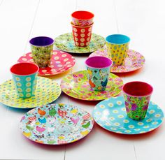 kleur op tafel!  Adorable cup and plate set from a FUN, FUN SHOPPING SITE!!!