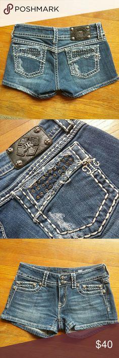 (27) NEW MISS ME SHORTS Size 27 NWOT Miss Me shorts Miss Me Shorts Jean Shorts