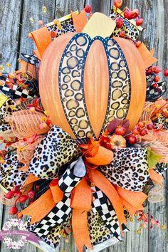 Fall Mesh Wreaths, Autumn Wreaths, Holiday Wreaths, Wreath Fall, Door Wreaths, Holiday Decor, Cute Halloween Decorations, Thanksgiving Decorations, Halloween Wreaths