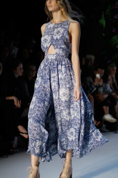 Isaac Likes: #1826 Alice McCall showed dresses printed with patterns that looked like Blue Willow porcelain