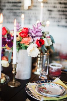 Photography : Catherine Truman Read More on SMP: http://www.stylemepretty.com/living/2016/05/02/throwing-a-dinner-party-check-gorgeous-table-styling-off-your-list/