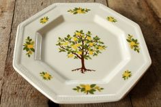 Hey, I found this really awesome Etsy listing at https://www.etsy.com/listing/176904743/vintage-johnson-bros-lemon-tree-heritage