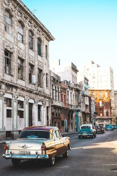 Havana Travel Guide - tips and information about accommodation, food, sightseeing, transport, Internet and more!