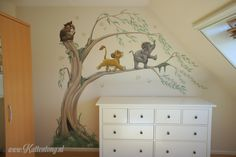 Muurschildering boom met Disney figuurtjes - Timelapse auf Vimeo You are in the right place about Di Room Wall Painting, House Painting, Baby Boy Rooms, Baby Boy Nurseries, Babies Nursery, Lion King Nursery, Figurine Disney, Disney Themed Rooms, Interior Room Decoration