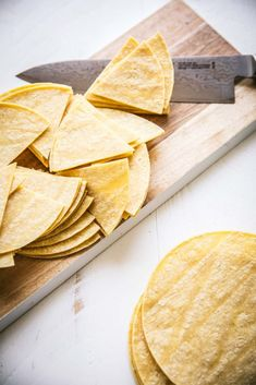Homemade Baked Tortilla Chips are made using store-bought corn tortillas. Just cut them into wedges, season them with Mexican spices, spray with oil & bake for a perfectly crispy, dippable chip! Baked Corn Tortillas, Flour Tortilla Chips, Homemade Tortilla Chips, Homemade Tortillas, Healthy Chips, Healthy Snacks, Cheesy Enchiladas, Fried Chips, Turkey Lettuce Wraps
