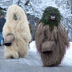 Pagan festivity costumes, Silvesterklausen, Switzerland (photo credit Ruth Bernegger, via fotocommunity. Charles Freger, Wooly Bully, Tribal Costume, People Of The World, Cultura Pop, Tribal Art, Inktober, Folk Art, Creepy