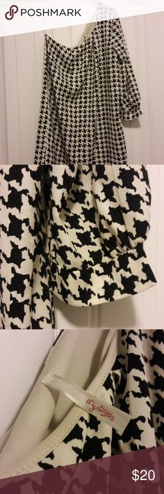 Houndstooth One Shoulder Dress This dress is in like new condition and great for game day! My Story Dresses One Shoulder