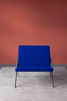 Minimalism and the De Stijl architectural movement inspired Loehr& new furniture collection, which was launched at a house designed by Oscar Niemeyer. Design Furniture, Cheap Furniture, Unique Furniture, Discount Furniture, Luxury Furniture, Chair Design, Furniture Nyc, Furniture Removal, Furniture Outlet