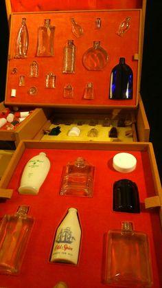 Ancienne Valise de représentant flacons vides cosmétique Parfumerie de Luxe 1955