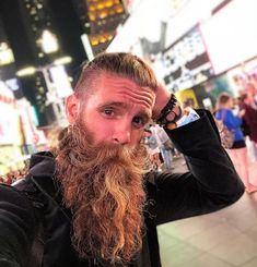 Trending beard style men in Find the best beard designs and shapes for their short and long facial hair with masculine character and charm. Beard Styles Names, Long Beard Styles, Hair And Beard Styles, Full Beard, Epic Beard, Men Beard, Trending Beard Styles, Types Of Facial Hair, Beard Head