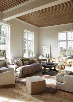 Living Room con cielorrraso de madera