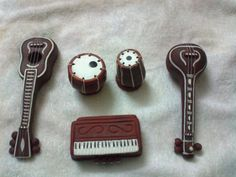 Would be a great idea to do for Golu/Bommala Koluvu - Indian musical instruments - miniature clay replicas