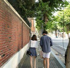 Korean Couple Photoshoot, Pre Wedding Photoshoot, Mode Ulzzang, Ulzzang Girl, Cute Korean, Korean Girl, Parejas Goals Tumblr, Cute Couple Outfits, Boy And Girl Best Friends