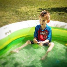 ...la alegria de una tarde de piscina #cosasdeniña #cosasdepapa