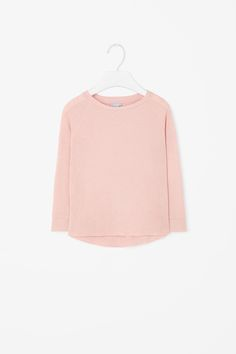 Designed to be layered or worn on its own, this top is made from a wool-mix with a ribbed finish. A graduated hemline, it has long raglan sleeves and neat finishes.