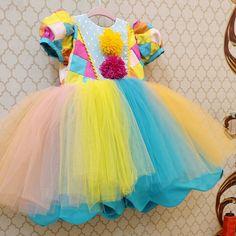 E no mês dá folia ,uma bonequinha comemora seu primeiro aninho ! O tema não poderia ser outro :Carnaval de uma pequenina colombina .