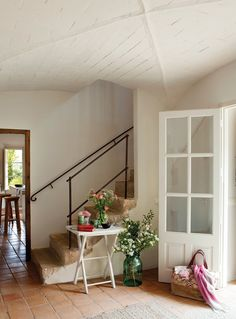 http://www.elmueble.com/articulo/casas/20153/una_masia_alma_joven.html
