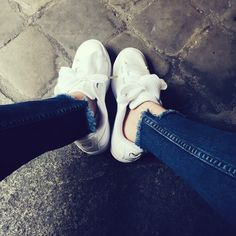 sneakers #puma de l'amour 😍 . / puma heart . . . .  #details #outfit #streetstyle #denim #love #frenchgirl #sneakers #pumaheart #instagood #instadaily #picture #instadaily #white #style #lifestyle #paris #legs #happy #moment #instamoment #look #goodtimes #goodtimes #feelgood #favorite #new