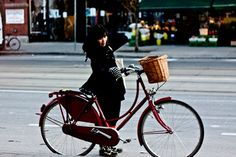 I've got a bit of an obsession about bikes at the minute. I'd love one of these dutch bikes with a basket, also more practical in the winter as easier to ride with layers and coats - love it.