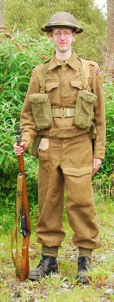 A Tommy wearing the 1937 Battledress British Army Uniform, British Uniforms, Ww2 Uniforms, British Soldier, Military Uniforms, Commonwealth, Uniform Insignia, Home Guard, Army Clothes