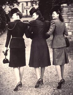 Friends c.1940....shopping in style.