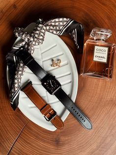 Shop bespoke black apple watch straps / bands for Series 4 & Made from finest Italian genuine leather. Classic Leather, Italian Leather, Tan Leather, Apple Watch Leather Strap, Coco Chanel Mademoiselle, Brown Colors, Black Apple, Watch Straps, Apple Watch Bands