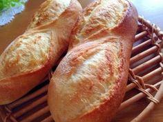 楽天が運営する楽天レシピ。ユーザーさんが投稿した「パン屋要らずの自家製バケット♪絶品バタール」のレシピページです。リスドォルで作る本格派♪クラムバリバリで香ばしい&お代わりが止まらない!はちみつ入りでふわんふわんの生地は子供も夢中でかぶりつく美味しさです( *´艸`)。リスドォル,水,はちみつ,塩,イースト,バター
