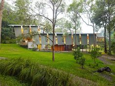 idyllic residences in great australian landscapes by peter stutchbury Peter Stutchbury, Architecture Foundation, Open Wall, Tree Canopy, Moving House, In The Tree, Nice View, Facade