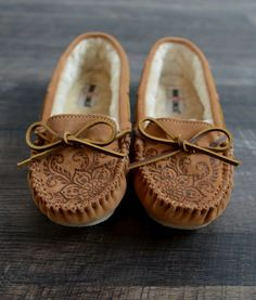 I just want a pair of this style Minnetonka moccasins, with the furry lining inside, so that I can wear simple, yet still warm flats when it's cold. Zulily sells them from $17.99 to $30