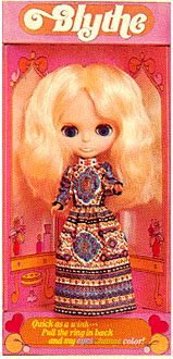 Blythe kenner doll 1972 in Blonde hair color. You could change her eyes with a pull of a drawstring at the back of her head to blue, pink, green and orange. Were only sold for one year in the U.S. #Kenner #Blythe doll only become popular some 30 years later.