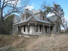 old houses abandoned mansions ~ U. States / abandoned mansions for sale Abandoned Mansion For Sale, Abandoned Farm Houses, Old Abandoned Buildings, Old Farm Houses, Old Buildings, Abandoned Places, Abandoned Castles, Old Mansions, Mansions For Sale