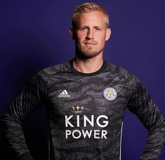 New LCFC Goalkeeper Shirt Leicester unveil home shirt & Goalkeeper Jerseys King Power, Youth Soccer, Team Uniforms, Soccer Cleats, Goalkeeper, Leicester, Football Shirts, Mens Tops, Women