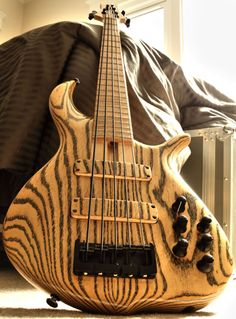 Excellent wood lines in this Fodera bn5 bass guitar.