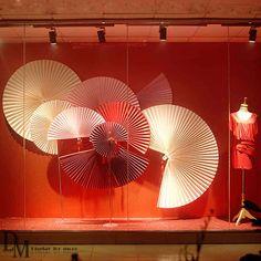 Handmade Craft Visual Merchandising - Large Paper Fan for Window Visual Display. Window Display Retail, Window Display Design, Retail Windows, Store Windows, Spring Window Display, Chinese New Year Decorations, New Years Decorations, Visual Merchandising Displays, Visual Display