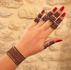 Simple Mehndi Designs Fingers, Finger Mehendi Designs, Pretty Henna Designs, Mehndi Designs For Kids, Mehndi Designs Feet, Back Hand Mehndi Designs, Stylish Mehndi Designs, Mehndi Designs For Beginners, Mehndi Simple