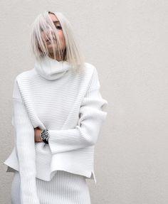 5 White Sweaters To Covet Now (Le Fashion) Fashion Mode, Covet Fashion, Fashion Outfits, Woman Outfits, Fashion Stores, White Turtleneck, White Sweaters, Autumn Winter Fashion, Spring Fashion