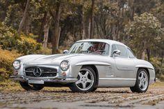 На аукционе RM Auctions в мае продадут чрезвычайно редкий экземпляр Mercedes 300SL, доработанный специалистами AMG.