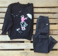 """#Maxi #maglione con ombrello 38 euro, #jeans a vita alta #vintage con elefantino """"#Detroit"""" 35 euro! #woodstockzambon   #vintage   #shopvicenza"""