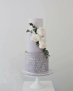 Via @sweetbakes_  *** art deco x  DoubleTap & Tag a Friend below #cake #cakes #cakedecorating #lovecake  #cakeart