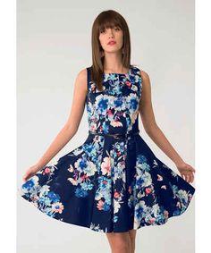 Plesové, pletené nebo s puntíky... na GLAMI je máme všechny. Prohlédněte si nejnovější kolekce šatů a ulovte stylové kousky ve slevách! Vybírat si můžete ze značek jako je Reserved, Zoot, Calvin Klein nebo Bonprix.