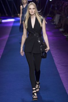 See the complete Versace Spring 2017 Ready-to-Wear collection.