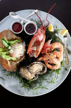 Stay at Mauna Kea Resort—one of Hawaii's best hotels—for finger-licking seafood platters like this.