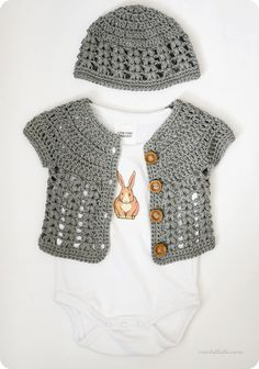 CROCHET:  Free pattern for ensemble in grey.  Suggested for a boy, by crochetlatte, via Flickr.