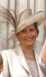 The Countess of Wessex (née Sophie Rhys-Jones) celebrated her birthday yesterday. In honour of this milestone event, we are going to look back at her royal life through her hats. Louise Mountbatten, Rachel Trevor Morgan, Viscount Severn, Queen Hat, Lady Louise Windsor, British Royal Families, Royal Life, Duchess Of Cornwall, Royal Weddings