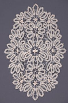 Салфетка | Снежинка: Вологодское кружево Filet Crochet, Irish Crochet, Crochet Motif, Crochet Patterns, Lace Doilies, Crochet Doilies, Shuttle Tatting Patterns, Bruges Lace, Romanian Lace