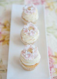 Ruffled petal cupcakes - so feminine & pretty!