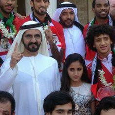 Mohammed RSM y Shamma MRM con el Equipo Nacional de fútbol de Emiratos Árabes Unidos (20/01/2013)