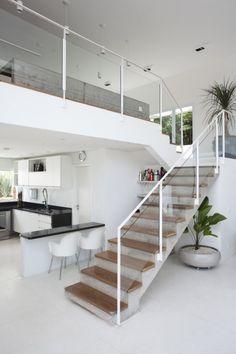 Granja Viana House / Arquiteto Gilberto Belleza