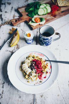 Gyllene bovetegröt, naturligt glutenfri hälsosam frukost Healthy Plate, Healthy Sweets, Healthy Eating, I Want Food, Love Food, Breakfast Snacks, Breakfast Time, Whole Food Recipes, Healthy Recipes